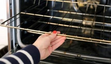 Cara Mudah Membersihkan Oven di Rumah